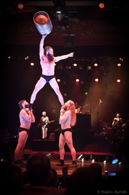 Cirque Alfonse, 'Barbu', photo: Fréderic Barrette / Festival Letní Letná