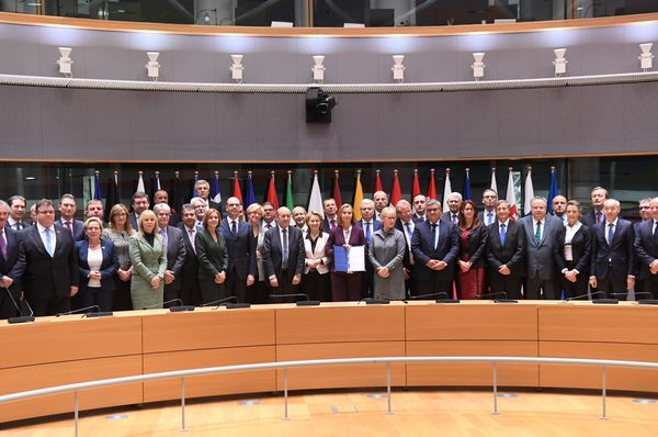 EU foreign policy chief Federica Mogherini, center, poses with EU foreign and defense ministers after signing the notification on Permanent Structure Cooperation (PESCO), Brussels, November 13, 2017, photo: CTK
