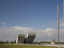 Národní památník II. světové války v Hrabyni, fotoarchiv Slezského zemského muzea, CC BY-SA 3.0