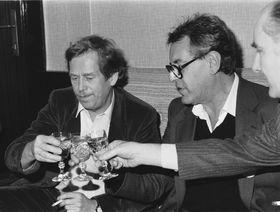 De izquierda: Václav Havel, Miloš Forman y Theodor Pištěk (1989), foto: ČTK
