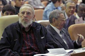 De izquierda: Fidel Castro, Raúl Castro (2012), foto: ČTK