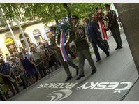 Pietätsakt, 21. 8. 2002, vor dem Gebäude des Tschechischen Rundfunks, Foto:CTK