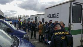 Рейд против нелегальных работников интернет-магазина Rohlik.cz,, Фото: ЧТК