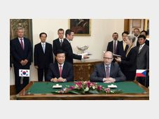 Президент компании Hyundai Mobis Чонг Монг-Ку и премьер-министр Чешской Республики Богуслав Соботка (Фото: ЧТК)