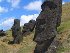 Las esculturas moái de Isla de Pascua, foto: Aurbina