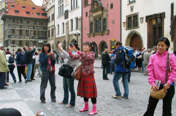 Asian tourists in Prague, photo: Gareth1953 All Right Now on Foter.com / CC BY