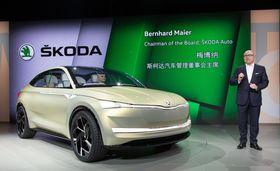 Bernhard Maier présente la Škoda Vision E, photo: ČTK