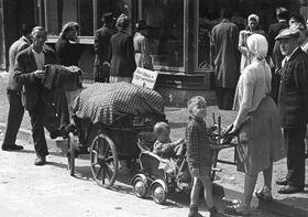 Expulsion of Sudeten Germans, photo: Bundesarchiv, Bild 183-W0911-501 / CC-BY-SA