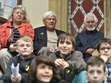 Иржи Бради со студентами на Штроссмайеровой площади, Фото: ЧТК