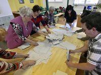 Sčítání hlasovacích lístků, foto: ČTK
