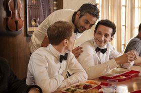 Éric Toledano en tournant 'Le Sens de la fête', photo: Gaumont