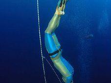 Martin Štěpánek plonge à 122 mètres de profondeur, photo: www.martinstepanek.com