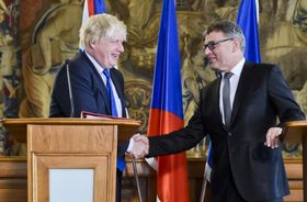 Boris Johnson et Lubomír Zaorálek, photo: ČTK
