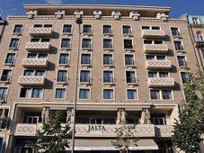 Отель «Ялта» на Вацлавской площади, построенный по проекту архитектора Антонина Тензера, фото: Бен Скала CC BY-SA 3.0