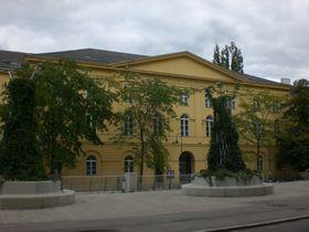 Gebäude der Universität für Musik und darstellende Kunst in Wien (Foto: Public Domain)