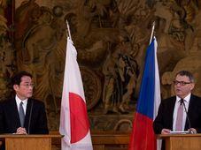 Fumio Kishida et Lubomír Zaorálek, photo: ČTK