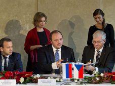 Arkady Dvorkovych, Andrej Guryev, UniCredit Bank CEO Jiří Kunert, photo: CTK