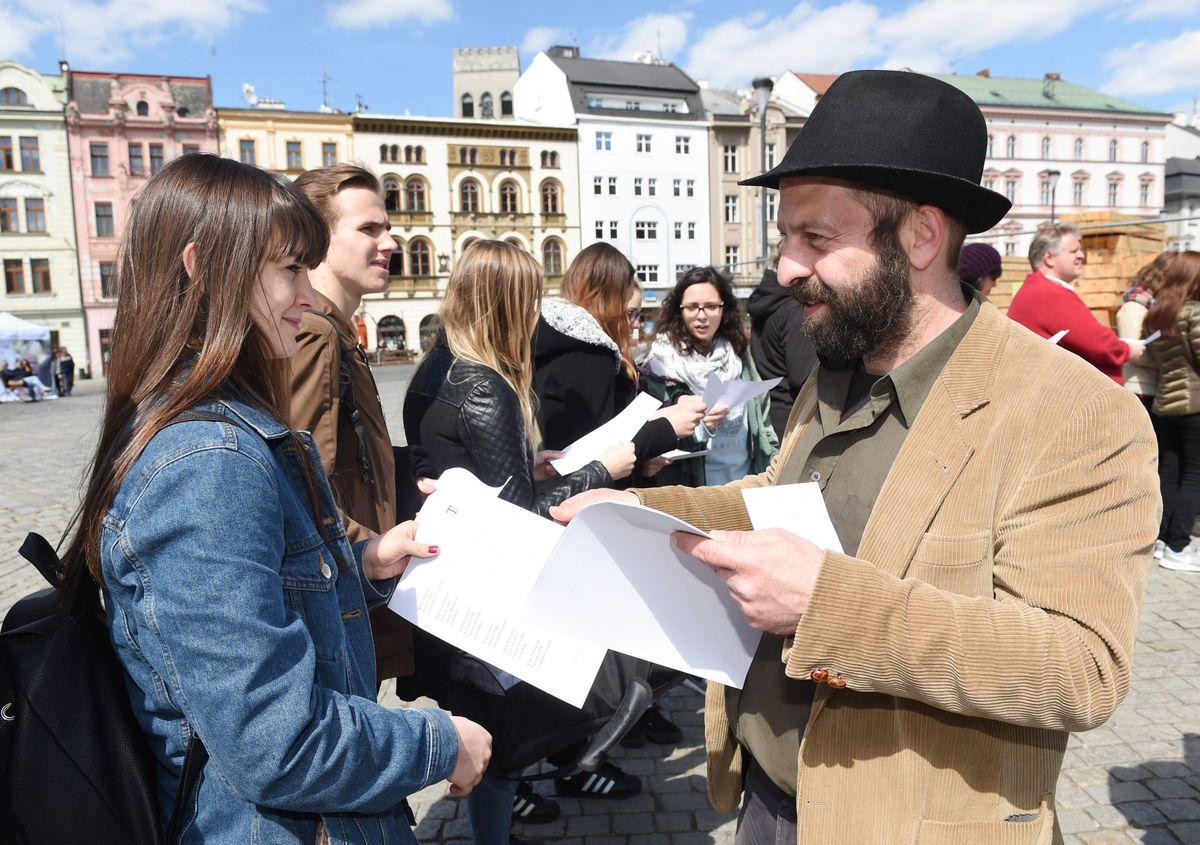 Resultado de imagen de Chequia recuerda el Día del Holocausto Gitano