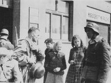 Солдаты РОА, дивизия генерала Буняченко в Праге, май 1945 г.