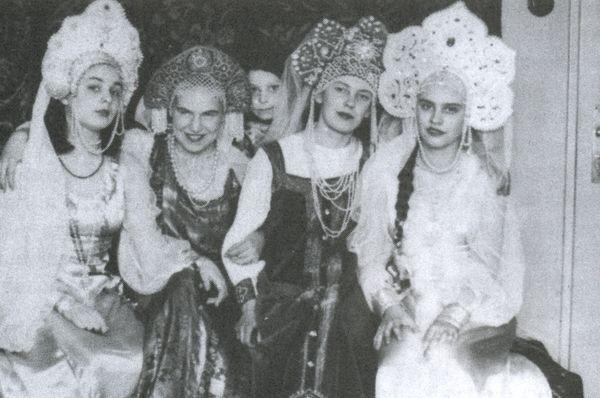 Студентки русской гимназии в Праге на Панкраце в довоенное время, Фото: Архив Анастасии Копршивовой