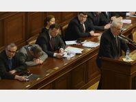 Miloš Zeman présente son projet politique à l'Assemblée, Karel Schwarzenberg s'endort, photo: CTK