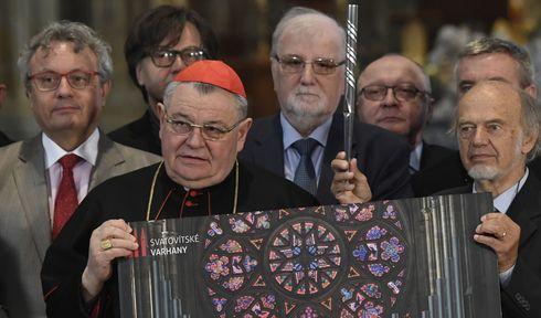 Архиепископ Доминик Дука и Герхард Гренцинг (справа), Фото: ЧТК