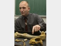 Michal Moucka and the dinosaur bone, photo: CTK