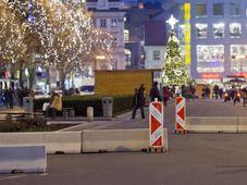 Бетонные заграждения в нижней части Вацлавской площади, Фото: ЧТК
