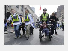 A Boston police officer wheels in injured boy following an explosion during the Boston Marathon, April 15, 2013, photo: CTK