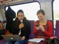 Čtení ve vlaku: Jitka Bret Srbová a Olga Stehlíková, foto: Zdeňka Kuchyňová