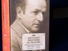 Eduard Burget, 'Dramatik na pranýři' - Un dramaturge au pilori, photo: Štěpánka Budková