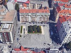 Небольшая площадь перед отелем Intercontinental, фото: Google Earth Pro