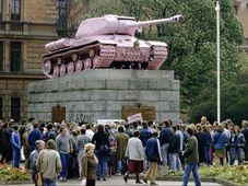 El tanque soviético pintado de rosa, foto: MČ Praha 5