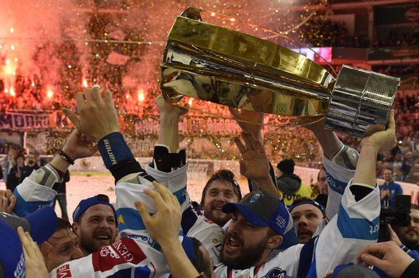 Hráči Komety Brno slaví extraligový titul, foto: ČTK