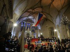 Les décorations remises par le président à l'occasion des célébrations de la fête nationale, le 28 octobre, ont de nouveau semé la controverse, photo: ČTK