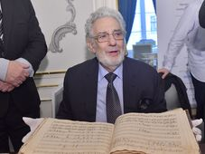 Plácido Domingo avec la partition originale de l'opéra Don Giovanni, photo: ČTK