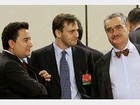 Karel Schwarzenberg (à droite) au cours d'une réunion des ministres des Affaires étrangères au siège de l'OTAN à Bruxelles, photo: CTK