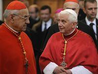 Le cardinal Miloslav Vlk et Benoît XVI, photo: CTK