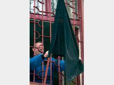 Eine schwarze Fahne wurde an der Schule in Svitavy gehisst (Foto: CTK)