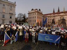 Демонстрация перед Пражским градом, Фото: ЧТК