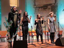 El grupo Yellow Sisters, foto: Kamil Rakyta/ Epoch Times, Wikimedia CC BY 3.0