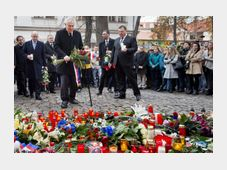 Bohuslav Sobotka and Miloš Zeman lay flowers outside the French embassy in Prague, photo: CTK