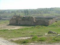 Sankt-Elias-Kloster bei Mossul (2005), es wurde im Jahre 2014 von Islamisten zerstört (Foto: Doug, CC BY-SA 4.0)