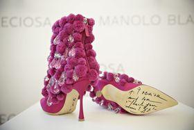 Los zapatos hechos por Manolo Blahnik para la exposición de Praga están inspirados en el folclore checo, foto: ČTK