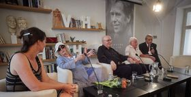 Трое из восьмерых оставшихся в живых участников демонстрации против оккупации Чехословакии в библиотеке Вацлава Гавела, фото: © Библиотека Вацлава Гавела / Ондржей Немец