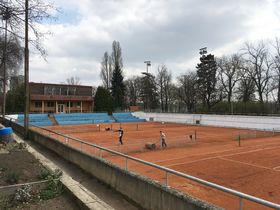 Club house and courts at LTC tennis club, photo: Ian Willoughby