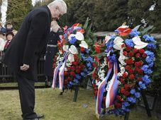 Miloš Zeman u hrobu T.G.M., foto: ČTK