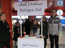 Волонтеры на пражском Главном вокзале, Фото: Вирджиния Варгольская