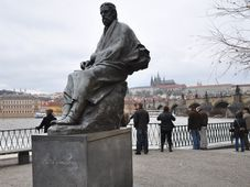 Socha Bedřicha Smetany na Novotného lávce u Vltavy, foto: Jorge Láscar, CC BY 2.0