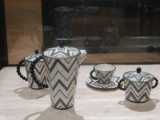 Kaffeeservice mit Kugelhenkeln (Foto: Martina Schneibergová)